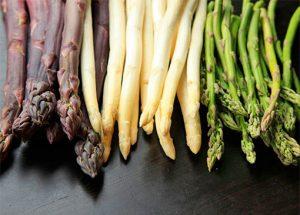 три вида аспержи бели виолетови зелени