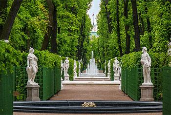 Лятната градина в Санкт Петербург, резиденцията на императора