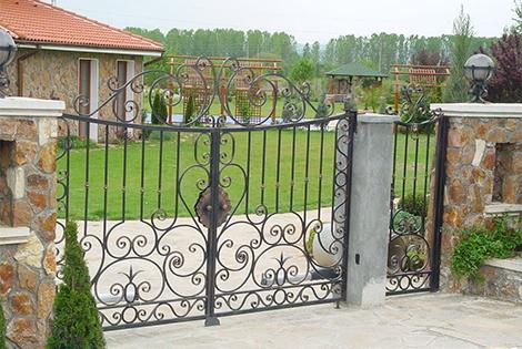 Градинските врати от ковано желязо